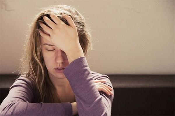 Đau đầu là một dấu hiệu phổ biến của stress