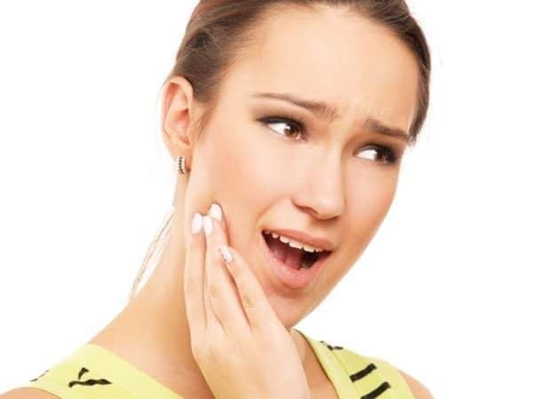 Ê buốt răng sau khi cạo vôi