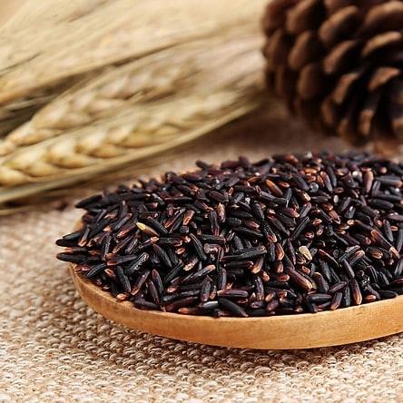 Màu tím đậm của hạt gạo chủ yếu là do hàm lượng anthocyanin.