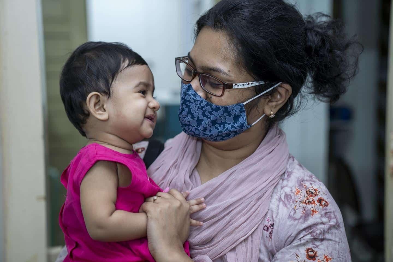 Khi người lớn mắc bệnh nguy cơ lây nhiễm sang trẻ em là rất cao