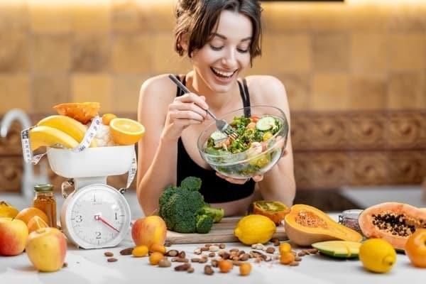Xây dựng chế độ dinh dưỡng phù hợp giúp kiểm soát kinh nguyệt ổn định