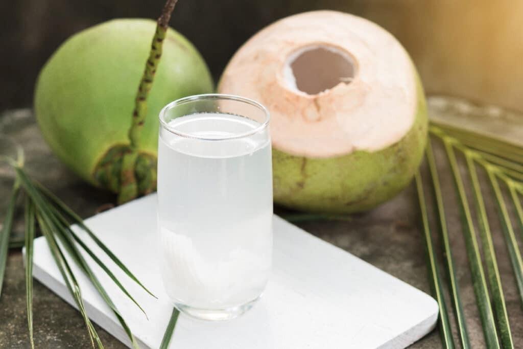 nước dừa giải khát