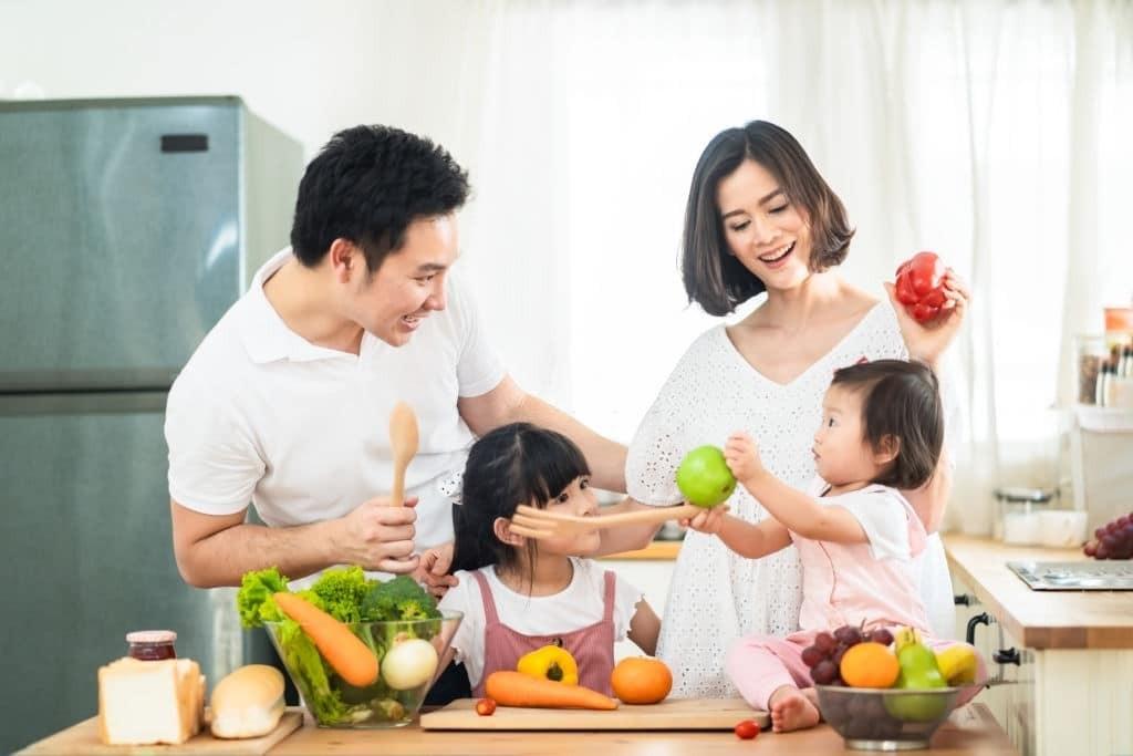 Bố mẹ hãy cho trẻ ăn uống đầy đủ chất để ngăn ngừa thiếu máu