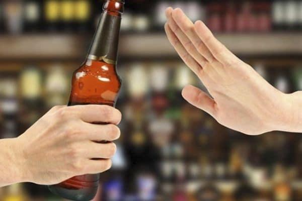 Sau khi tiêm uốn ván cần kiêng các chất có cồn như rượu bia và chất kích thích
