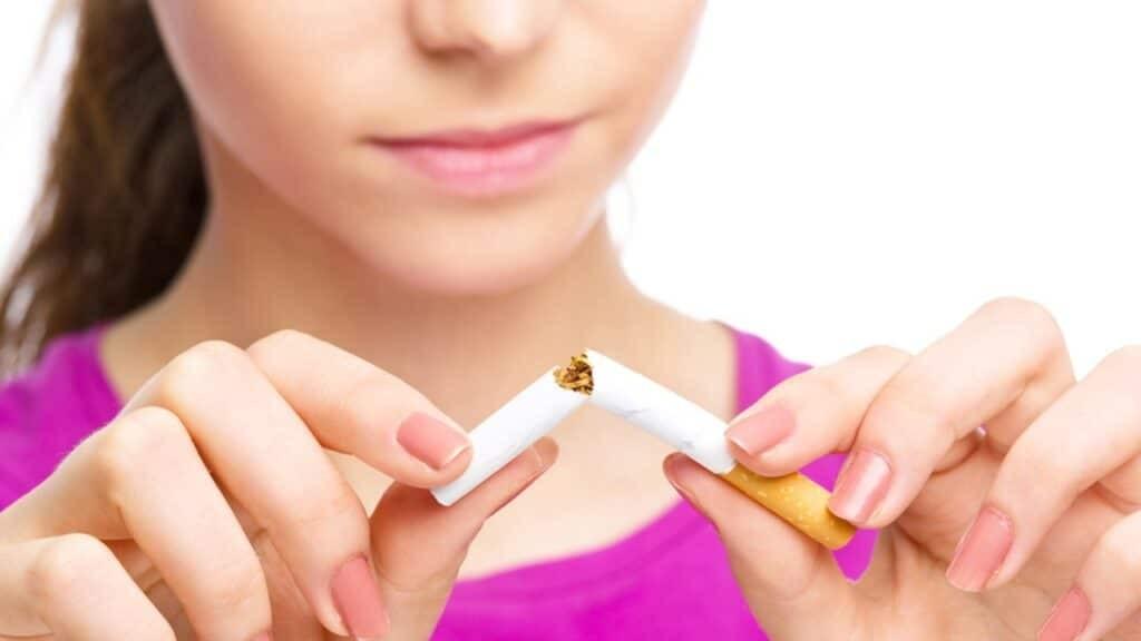 Ngưng hút thuốc giúp tuyến giáp khỏe mạnh