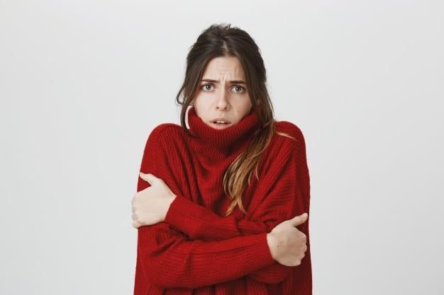 Ớn lạnh là một trong những dấu hiệu quan trọng của bệnh suy giáp