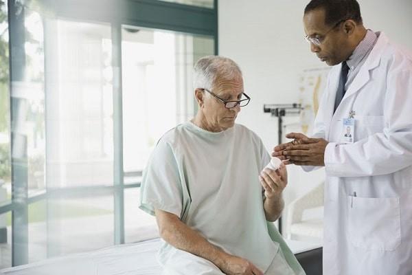 Nam giới cao tuổi nên tầm soát ung thư đại tràng định kỳ