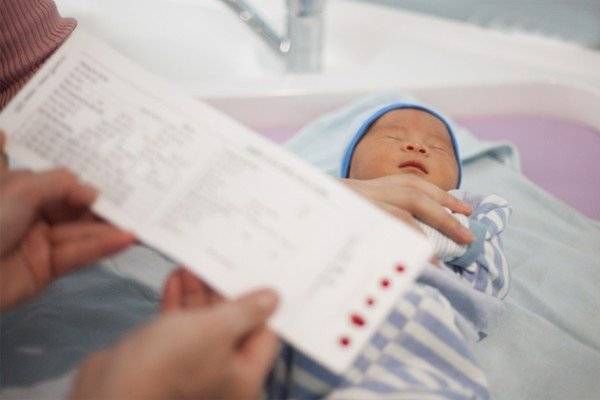 Trẻ sơ sinh thiếu máu có thể mệt mỏi và suy nhược