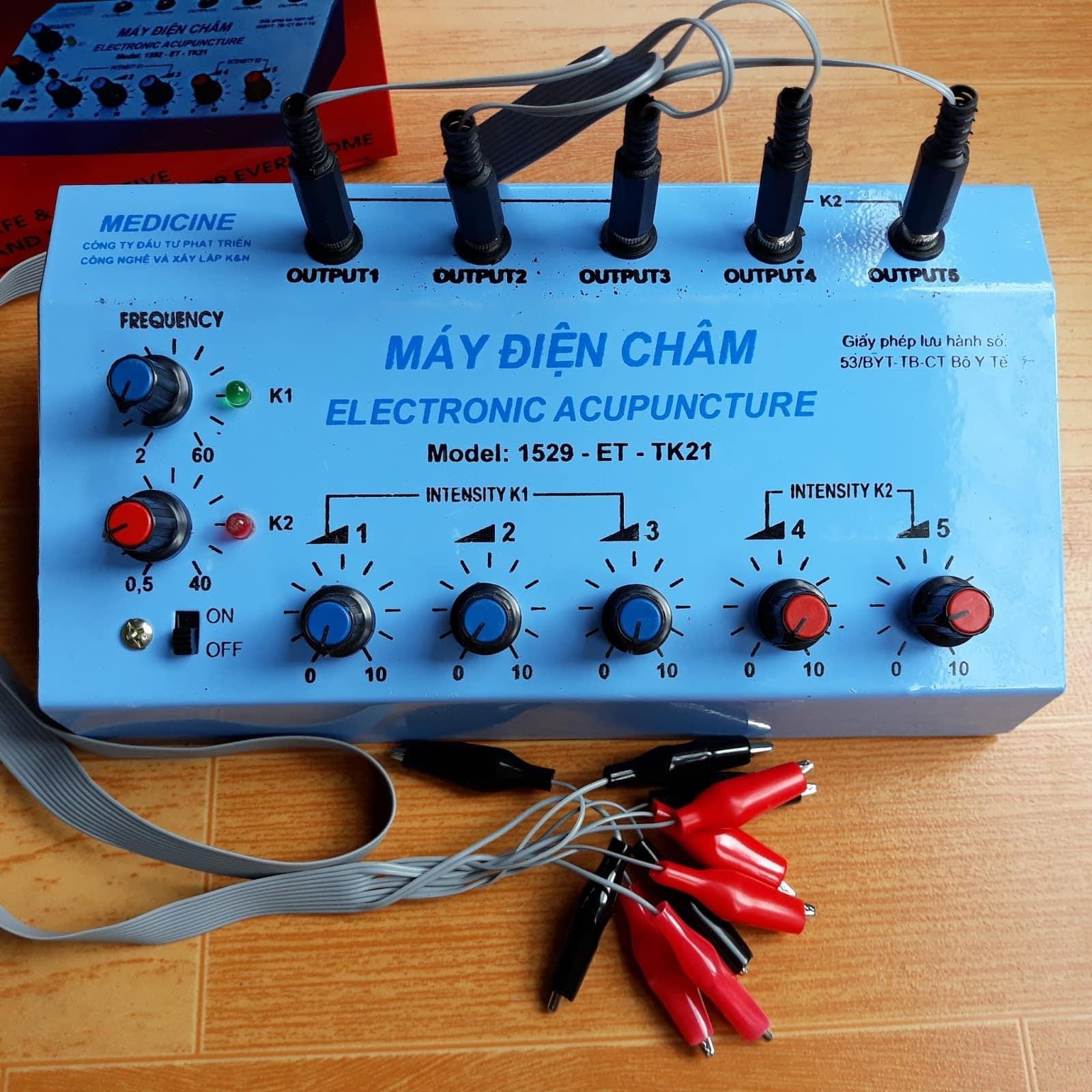 Máy điện châm dùng trong châm cứu kết hợp châm cứu điện