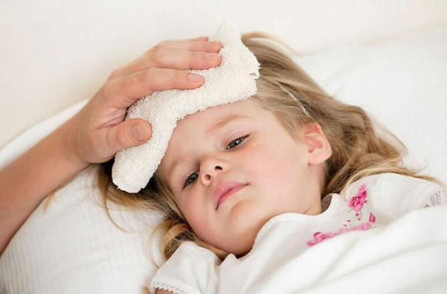Trẻ có thể bị sốt sau khi tiêm vắc-xin 5 trong 1