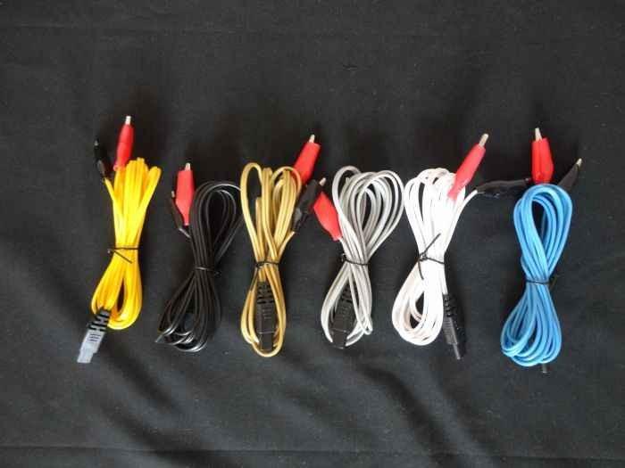 Điện cực dương màu đỏ, điện cực âm màu đen
