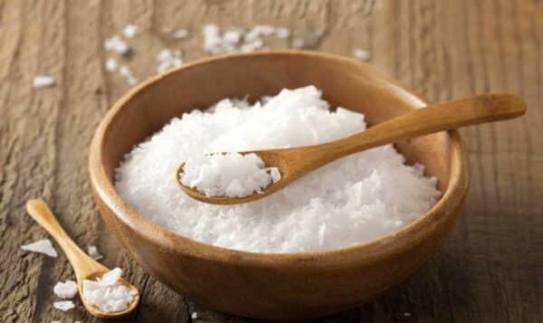 Thay thế muối ăn thông thường bằng muối có chứa iod.