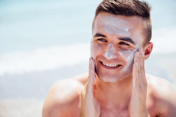Nam giới có cần quan tâm đến việc chăm sóc da?