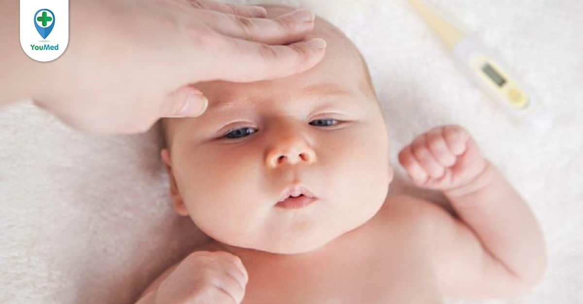 trẻ bị sốt sau khi tiêm phòng 5 trong 1