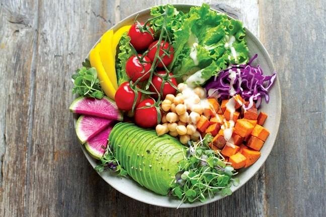 Tăng cường ăn rau xanh trái cây để phát huy hiệu quả các bài tập chữa rối loạn cương dương