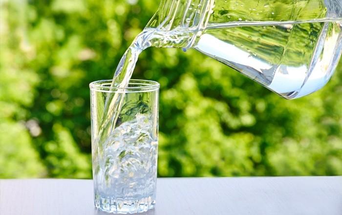 Uống nhiều nước giúp phòng tránh mắc bệnh trĩ