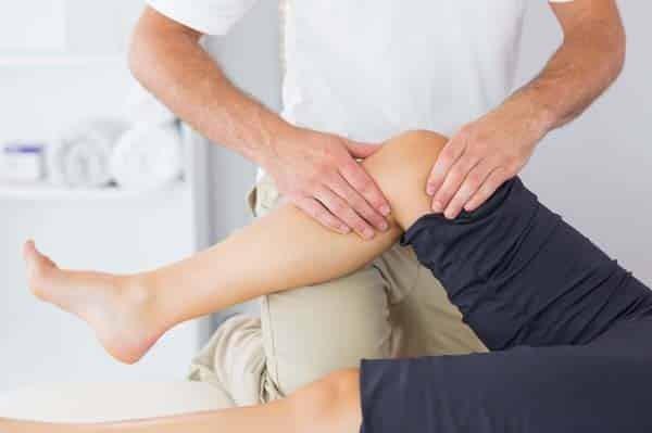 Bấm huyệt khớp gối giúp lưu thông khí huyết và giảm đau