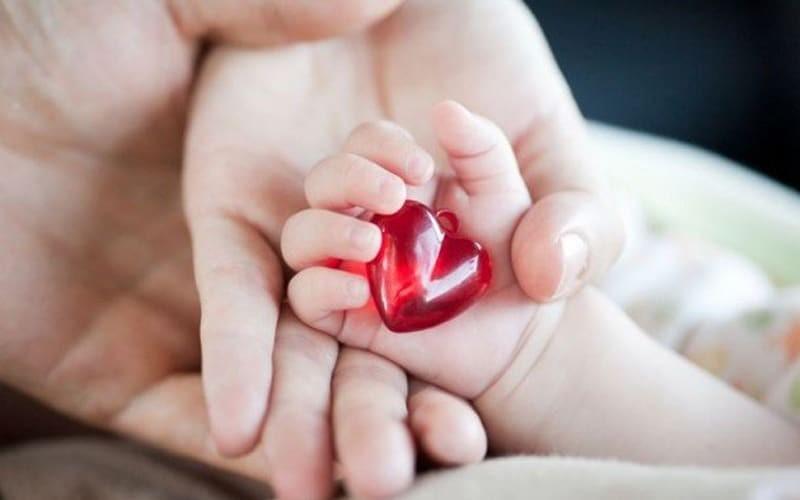 Đổ mồ hôi đầu ở trẻ em có thể là dấu hiệu bệnh tim