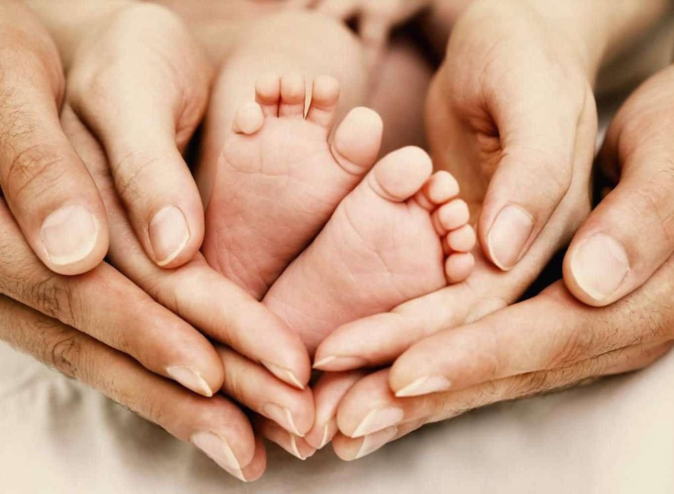 Đổ mồ hôi tay chân ở trẻ em hoàn toàn có thể do di truyền