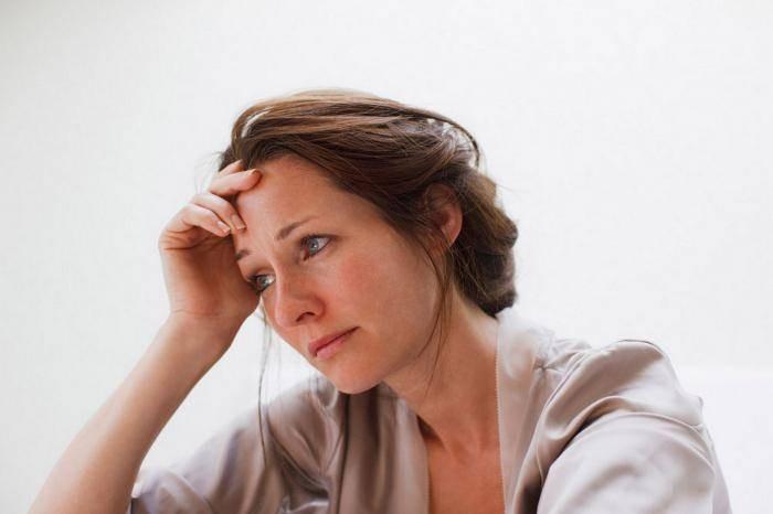 Lo lắng căng thẳng làm trầm trọng hơn tình trạng đổ mồ hôi đầu