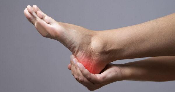 Đau gót chân là triệu chứng gây khó chịu, ảnh hưởng đến sinh hoạt.