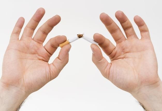 Ngưng hút thuốc là cách bảo vệ tuyến giáp hiệu quả.