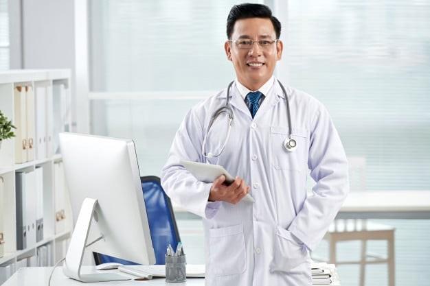 Tái khám bác sĩ đúng hẹn giúp kiểm tra hiệu quả điều trị bệnh.