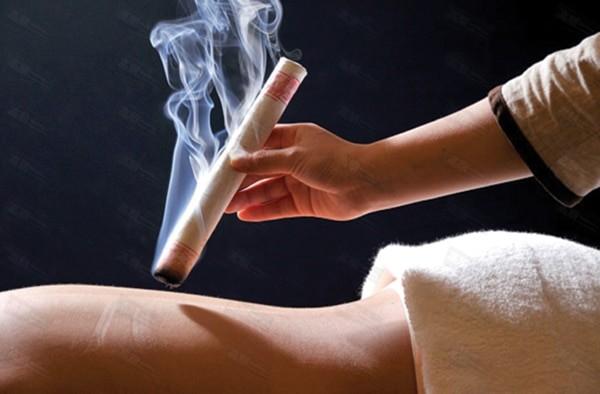 Cứu xạ hương bằng điếu ngải