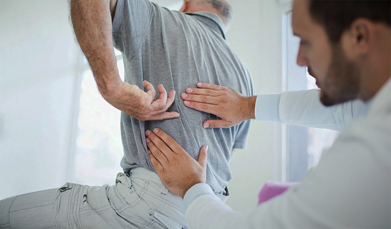 Người bệnh đến cơ sở y tế chuyên nghiệp để điều trị bệnh