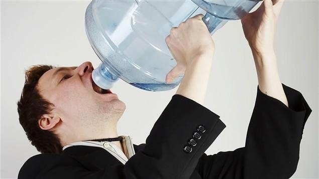 Cảm giác khát mặc dù vừa uống nước có thể là dấu hiệu của đái tháo nhạt