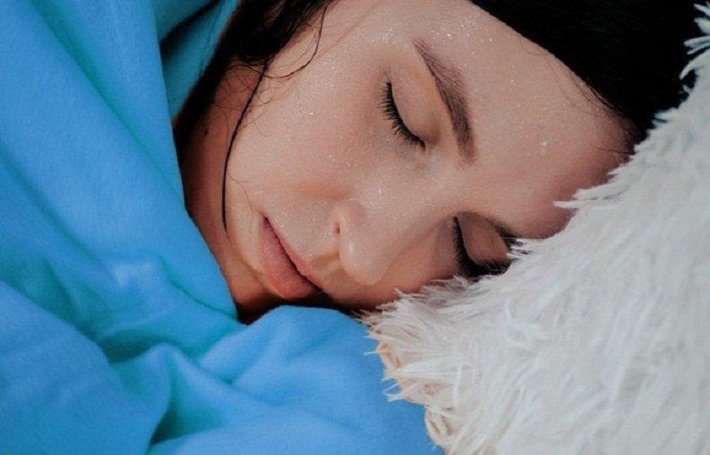 Đổ mồ hôi trộm là tình trạng đổ mồ hôi trong lúc ngủ