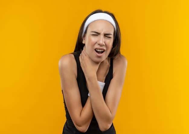 Bướu cường giáp có thể làm cho bệnh nhân thấy nặng cổ.