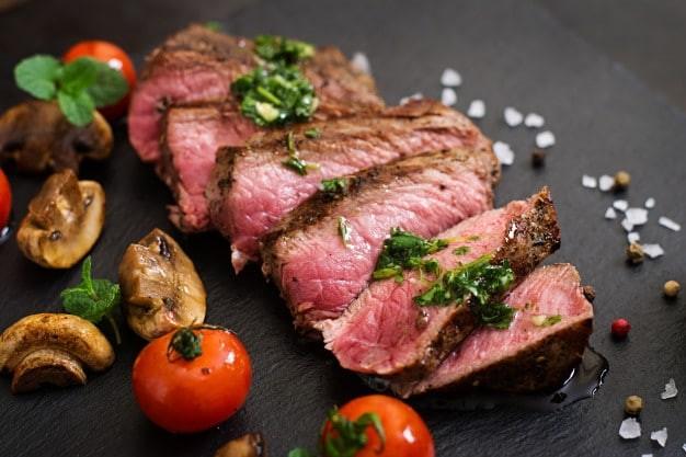 Thịt bò có hàm lượng sắt cao tốt cho tuyến giáp.
