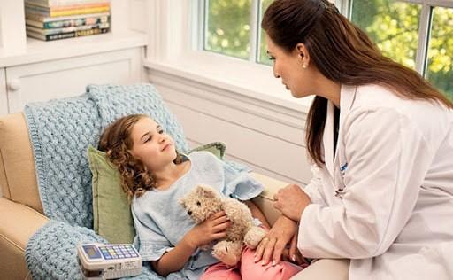 Phụ huynh cần liên hệ với bác sĩ khi thấy con mình có những dấu hiệu bất thường