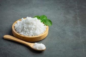 Khẩu phần ăn thiếu muối iod là một trong những nguyên nhân gây bướu cường giáp.