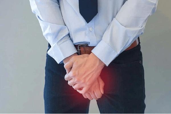 Triệu chứng phổ biến của sỏi tuyến tiền liệt là tiểu buốt và bí tiểu