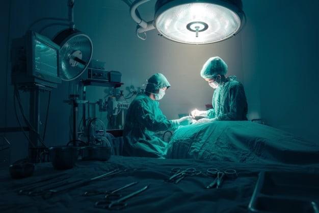 Phẫu thuật là một trong nhửng phương pháp điều trị bướu cường giáp hiệu quả.