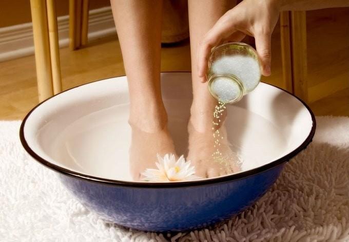 Sử dụng muối cũng là cách trị đổ mồ hôi tay và chân