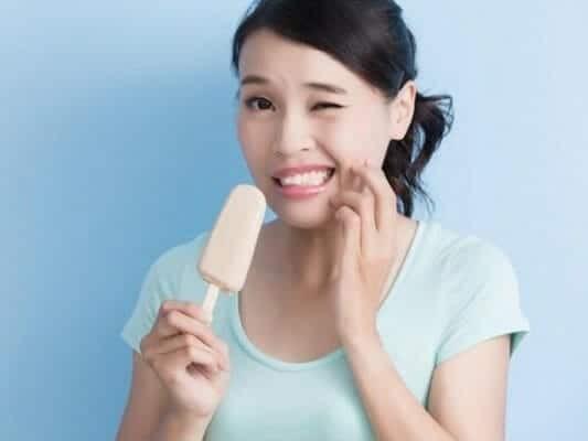Người niềng răng nên tránh các thức ăn cứng, lạnh