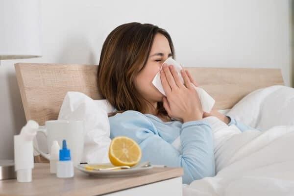 Sau khi giác hơi, người bệnh nên giữ ấm, tránh gió lạnh.