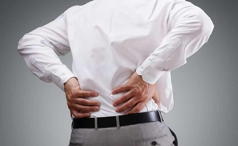 Bệnh nang thận có thể gây triệu chứng đau tức ở vùng hông lưng