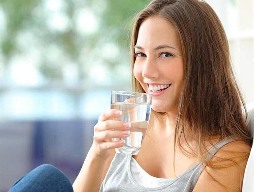 Uống đủ nước mỗi ngày để phòng ngừa bệnh thận