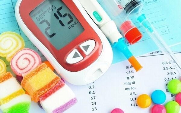 Đường máu bất kỳ > 200 mg/dl là một trong những bất thường cần chú ý