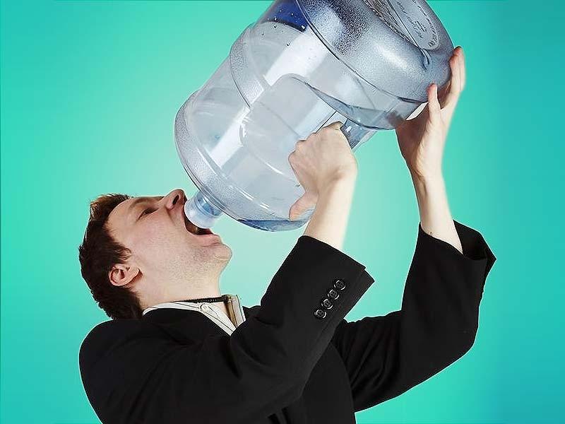 Người có đường huyết cao sẽ uống nước rất nhiều dù đã uống đủ