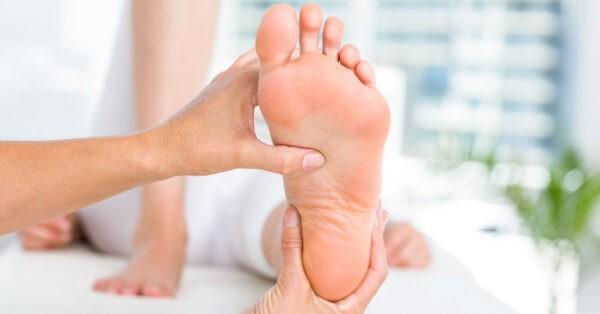 Mất cảm giác bàn chân là biến chứng rất nguy hiểm khi đường huyết cao