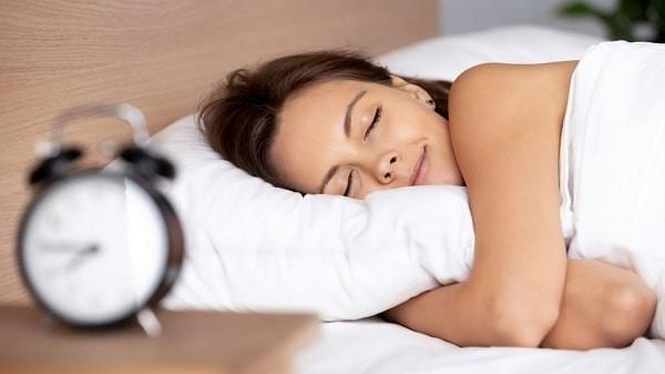 Cách trị phong thấp tại nhà. Ngủ đủ giấc.