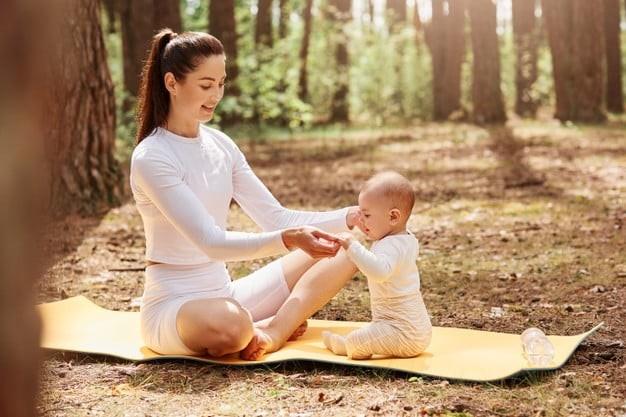 Mẹ và bé hãy cùng nhau tập Yoga để bảo vệ sức khỏe