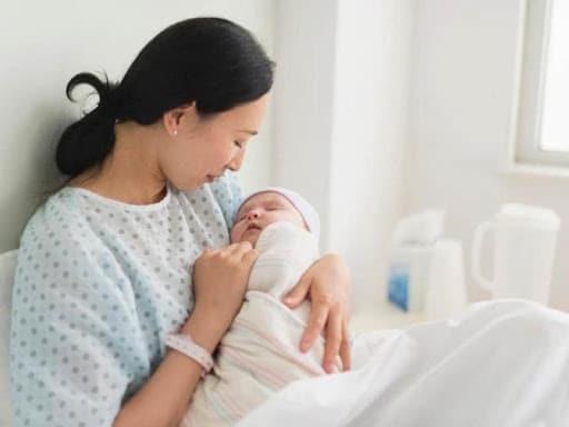 Sau khi sinh, phụ nữ thường mắc rối loạn nội tiết