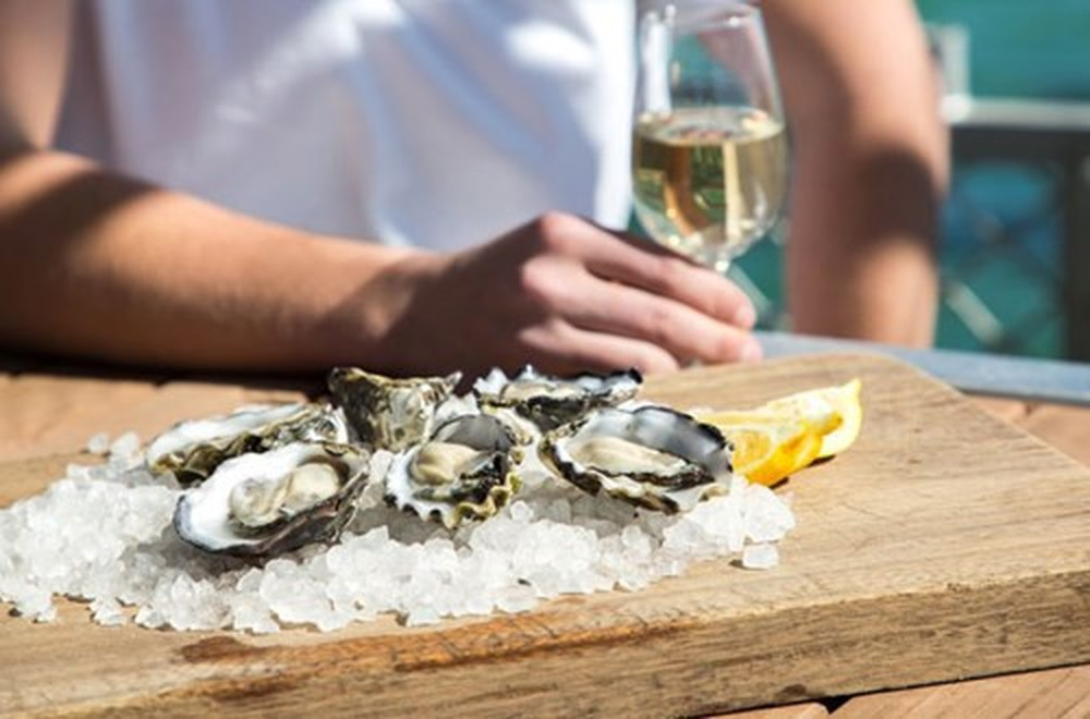 Hàu là một loại hải sản tăng cường sinh lý mạnh mẽ cho nam giới
