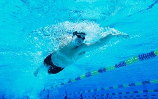 Bơi lội.